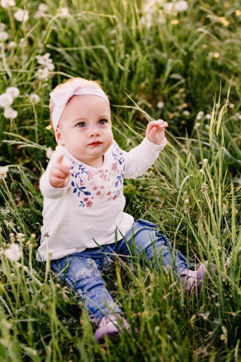 Kinderfoto auf einer Wiese